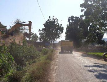 Sopir Truk Ugal-ugalan, Material Proyek Tercecer di Jalanan